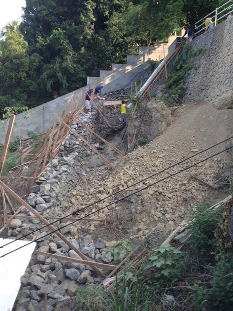 アニラオ道路建設