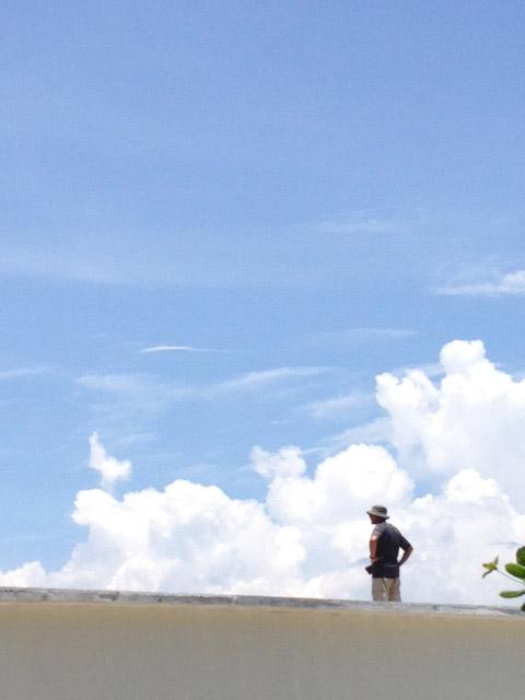 屋根の上のカメラマン