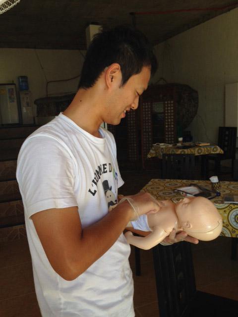 赤ちゃん心臓マッサージ