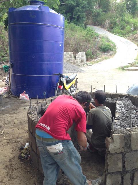 水タンクと土台