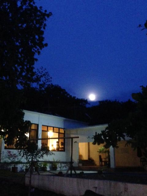 アニラオの月の出