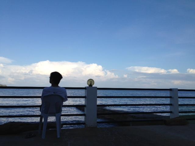 アニラオ朝の海