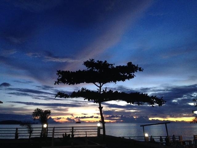 アニラオ日が落ちたあとの空