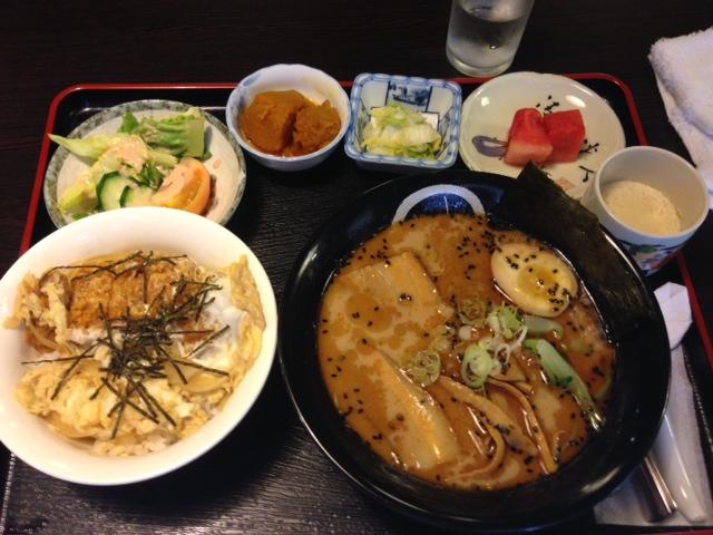 ラーメン黒田ミニカツ丼セット黒ラーメン