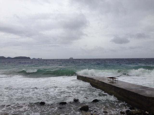 台風のアニラオ