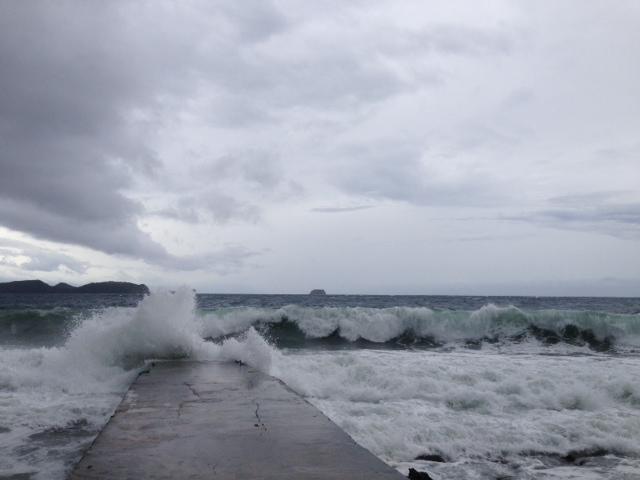 アニラオの大波