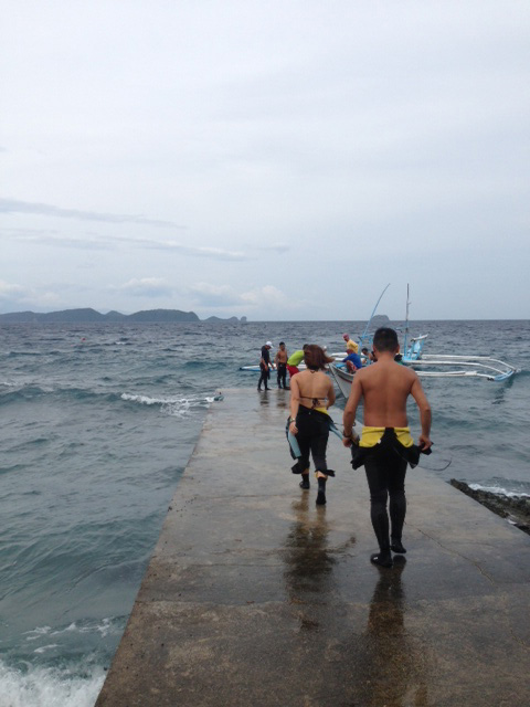 アニラオの台風16号後の海