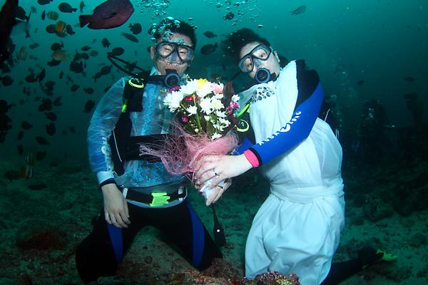 水中結婚写真
