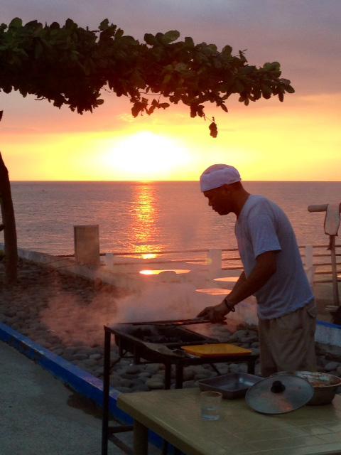 フィリピンの夕日とバーベキュー