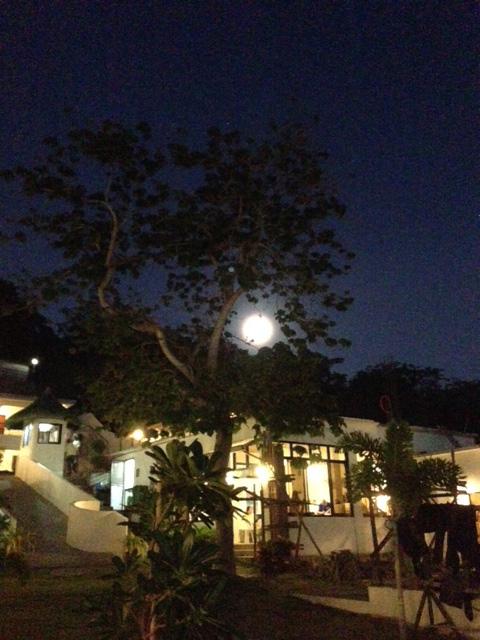 フィリピンの月