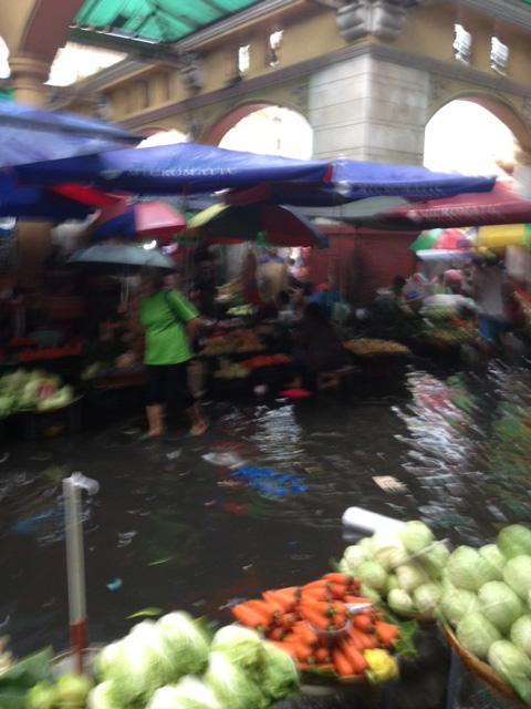 水浸しのマーケット