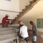 23日中央階段手すり設置準備。