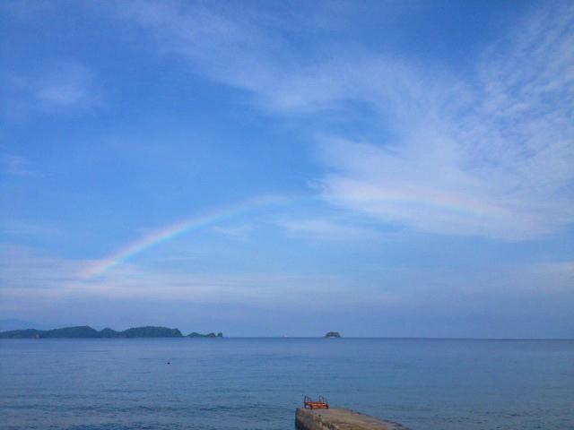 アニラオの海にかかる虹