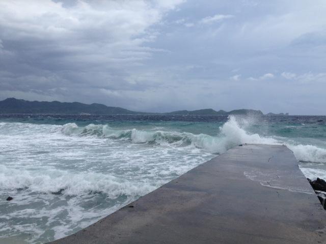 アニラオの昼時の海