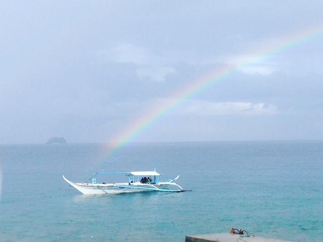 アニラオのバンカーボートと虹