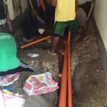 新洗濯場、下水の配管埋め込み。