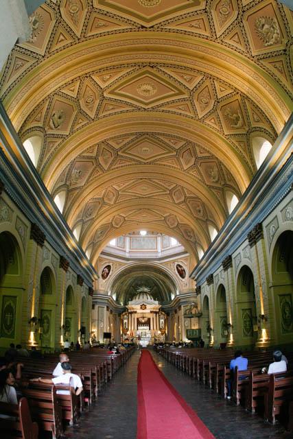 タール教会内部