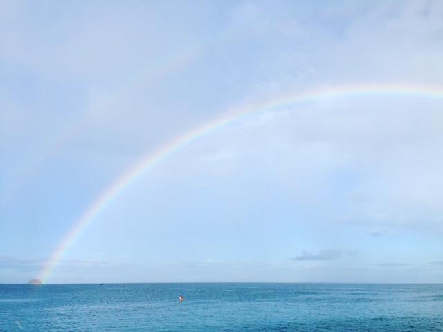 フィリピ海に架かる虹