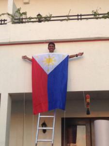フィリピン国旗掲揚