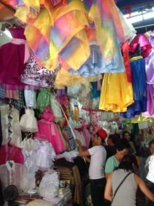 バクララン市場の衣料店