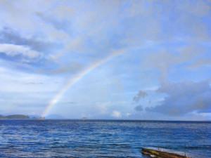 アニラオの海に架かる虹
