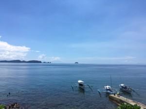 アニラオの昼前の海