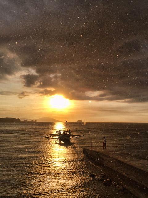 海と雨と夕日