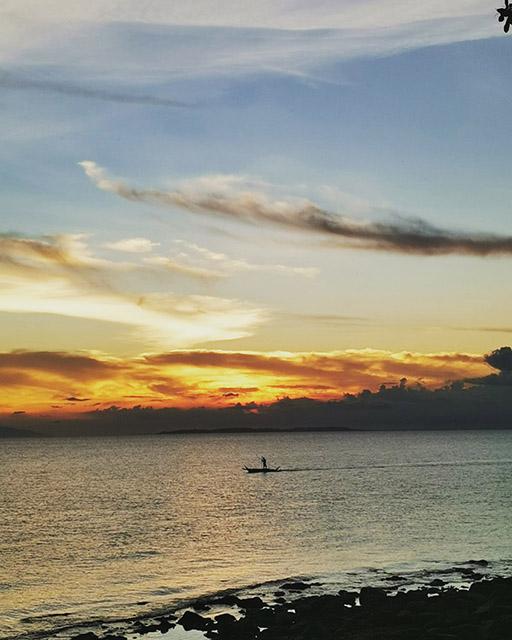 海と夕やけ