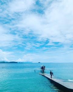 アニラオの正午の海